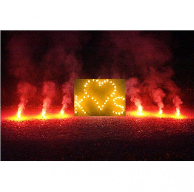 Brennendes Herz zwei Buchstaben Bengal Lichterbild Feuerwerk Feuerbild Herz
